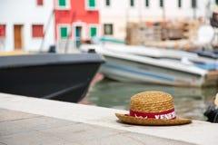 Gondoljärs hattar i Venedig Royaltyfria Bilder