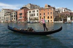 Gondolkanal stora Venedig, Italien Royaltyfria Bilder