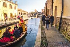 Gondolkanalkarneval av comacchioen lilla venice Ferrara Italien Emilia Romagna Royaltyfri Bild