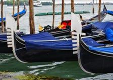 Gondolparkeringsplats Venedig arkivfoton