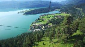Gondolritt från berget Herzogstand i Bayern stock video