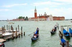 Gondolritt i Venedig Arkivbild