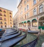 Gondols station i Venedig Arkivbild