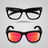 Ögonexponeringsglasuppsättning Solglasögon och läs- glasögon med den svarta färgramen och den genomskinliga linsen i olik skugga Royaltyfri Foto