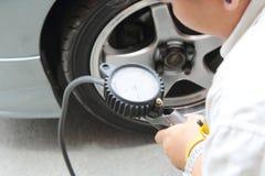 Gonflez les pneus Photos libres de droits