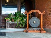 Gong σε ένα patio Στοκ Εικόνες