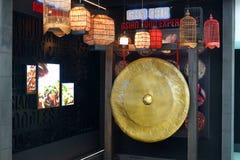 Gong в одном из кафа в авиапорте Дубай Стоковая Фотография RF