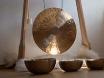 Free Gong And Singing Bowls Close Up Sound Healing Instrument For Ceremony Stock Photo - 160358060