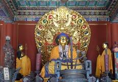 Gong blu Lama Temple buddista di Yonghe di offerti dell'altare di Buddha a Pechino Immagini Stock Libere da Diritti