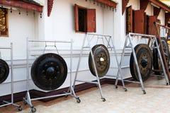 Gongs i thai tempel Arkivbilder