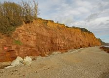 Gont plaża przy Sidmouth w Devon z czerwonego piaskowa falezami Jurajski wybrzeże w tle obrazy royalty free