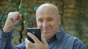 Good Job Hand Gestures Made by a Businessman Reading Good News Email on Mobile P royalty free stock photos