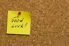 Good luck post-it note. Pinned to a noticeboard stock photography