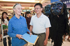 Goodall to visit Taiwan Taoyuan International Airp. International Conservation Society's director of Jane Goodall and the chimpanzees of the volunteers play a Stock Photo