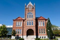 Goodes Hall budynek przy królowej ` s uniwersytetem Kingston, Kanada - obrazy royalty free