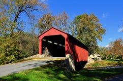 Goodville, PA: Puente cubierto de la fragua de la piscina fotografía de archivo libre de regalías