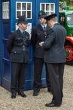 GOODWOOD, ΔΥΣΗ SUSSEX/UK - 14 ΣΕΠΤΕΜΒΡΊΟΥ: Αστυνομικοί έξω από ένα ο στοκ εικόνες