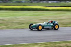 GOODWOOD, WEST SUSSEX/UK - SEPTEMBER 14 : Vintage Racing at Good royalty free stock photos