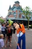 Goofy signant l'autogragh Photographie stock