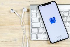 Google το εικονίδιο επιχειρηματικής εφαρμογής μου στο iPhone Χ της Apple κινηματογράφηση σε πρώτο πλάνο οθόνης Google το επιχειρη Στοκ φωτογραφίες με δικαίωμα ελεύθερης χρήσης