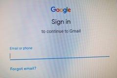 Google подписывает внутри вебсайт Продолжайтесь к Gmail с телефоном или именем пользователя, паролем стоковое фото rf