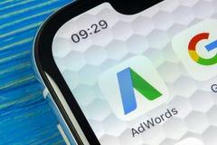 Google Adwords applikationsymbol på närbild för skärm för Apple iPhone X Den Google annonsen uttrycker symbolen Google AdWords ap royaltyfria bilder