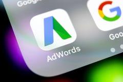 Google Adwords podaniowa ikona na Jabłczany X iPhone parawanowym zakończeniu Google reklama Formułuje ikonę Google AdWords zastos obraz stock