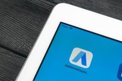 Google AdWords uttrycklig applikationsymbol på närbild för Apple iPadpro-skärm Den Google annonsen uttrycker symbolen Google AdWo royaltyfri foto