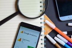 Google analityka App na Smartphone ekranie fotografia stock