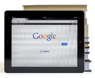 Google auf iPad 3 lizenzfreies stockbild