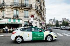 Google bil på de Paris gatorna Royaltyfria Foton