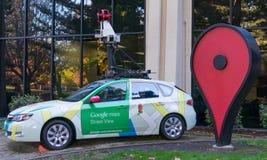 Google-de meningsauto van de kaartenstraat voor Google-bureau Stock Afbeeldingen