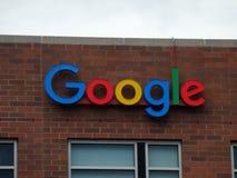 Google-Embleem aan Kant van de Bouw Stock Foto's
