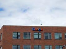 Google-Embleem aan Kant van de Bouw Stock Afbeelding