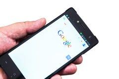 Google en móvil Imágenes de archivo libres de regalías