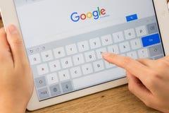 Google es una sociedad multinacional americana que se especializa en Internet Imagen de archivo