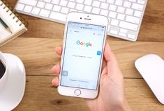 Google es una sociedad multinacional americana que se especializa en Internet Foto de archivo libre de regalías