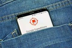 Google-Expedities app op het telefoonscherm in een zak royalty-vrije stock foto's