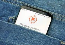 Google-Expeditionen App auf einem Telefonschirm in einer Tasche lizenzfreie stockfotografie