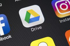 Google Jedzie podaniową ikonę na Jabłczany X iPhone parawanowym zakończeniu Google przejażdżki ikona Google przejażdżki kartoteki Fotografia Stock
