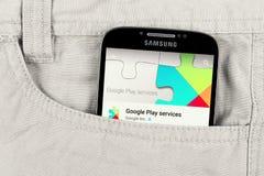 Google juega el app en la exhibición de la galaxia de Samsung Foto de archivo