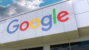 Google logo na nowożytnej budynek fasadzie Redakcyjny 3D rendering Zdjęcie Stock