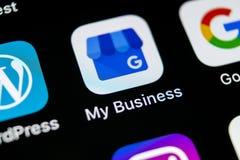 Google Mój Biznesowego zastosowania ikona na Jabłczany X iPhone parawanowym zakończeniu Google Mój Biznesowa ikona Google Mój biz Fotografia Stock