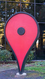 Google map ty jesteś tutaj' szyldowy przed Google biurem Zdjęcia Stock