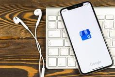 Google min symbol för affärsapplikation på närbild för skärm för Apple iPhone X Google min affärssymbol Google min affärsapplikat royaltyfria bilder