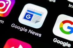 Google News在苹果计算机iPhone x智能手机屏幕特写镜头的应用象 Google News app象 3d网络照片回报了社交 社会媒介象 免版税库存照片