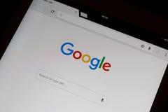 Google-onderzoek in frontpage van het googlechroom op een iPadlucht Stock Afbeelding