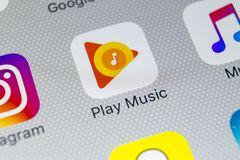 Free Google Play Music Application Icon On Apple IPhone X Screen Close-up. Google Play App Icon. Google Play Music Application. Social Stock Photography - 111077992