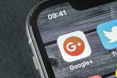 Google plus applikationsymbol på närbild för skärm för smartphone för Apple iPhone X Google plus app-symbol Google+ Social massme Royaltyfri Fotografi