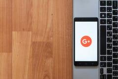 Google plus op het smartphonescherm Royalty-vrije Stock Fotografie